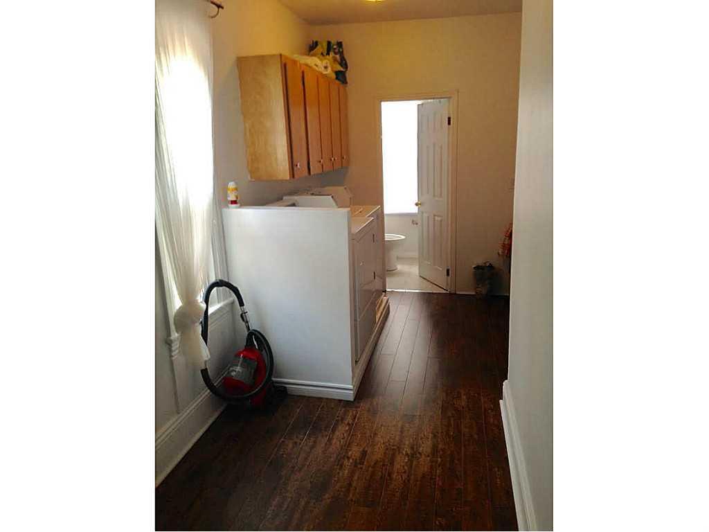 2 Duff Street - Laundry room.
