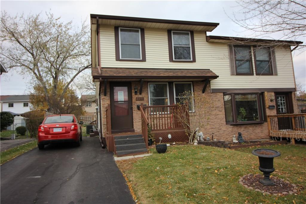 Photo of: MLS# H4041735 2277 Manchester Drive, Burlington